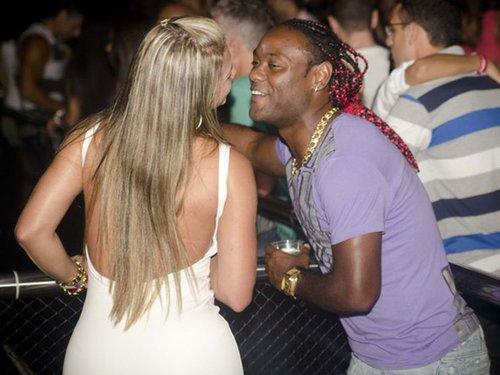 巴西射手与美女贴身热舞截图