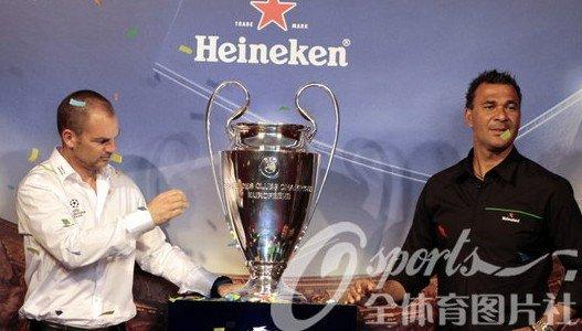 古力特德波尔畅聊欧冠决赛 携冠军杯亮相上海