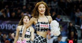 高清:篮球宝贝助阵辽吉内战 东北姑娘献热舞