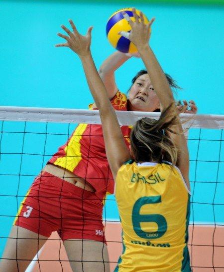 中国女排0-3不敌巴西摘银 创十年来最佳战绩