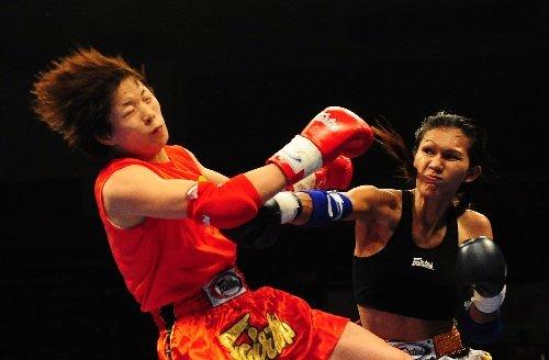 中国女将扬威中泰赛 苗玉洁点数完胜变性拳王