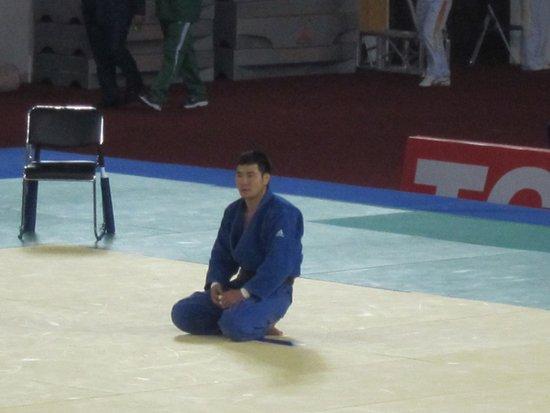 直击:蒙古柔道选手对裁判判罚不满拒绝离场