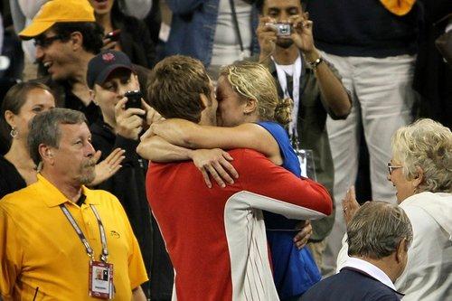小克完美夺冠再与丈夫拥吻 兹娃二度泪洒赛场