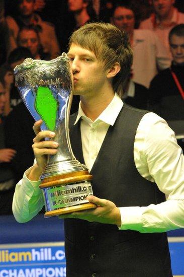 特鲁姆普连赢七局10-8艾伦 首夺英锦赛冠军
