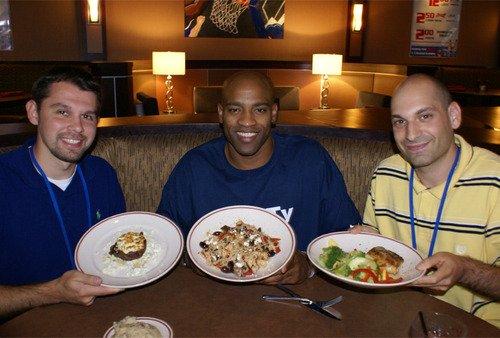卡特开餐馆猛打篮球牌 扣篮两双跳投成菜名