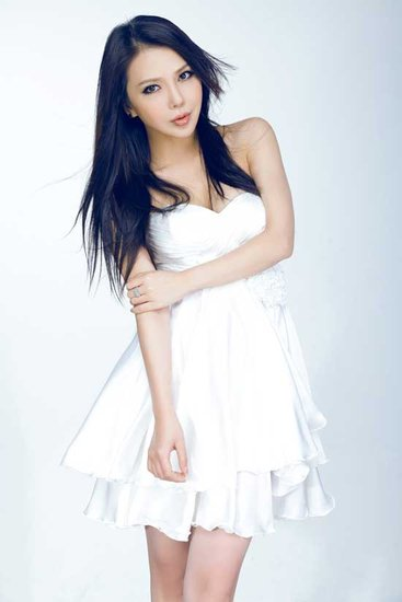 美女歌手艾莉莎:意甲焦点战 主队不败(组图)