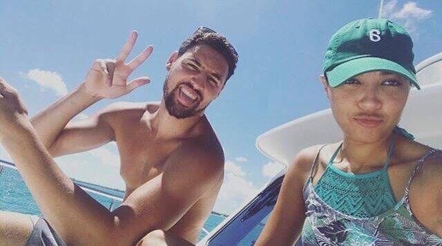 汤神继续享夺冠后假期 携堂妹出海游玩畅饮啤酒