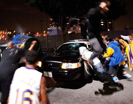 湖人夺冠球迷再暴动 9人因打砸烧被逮捕(图)