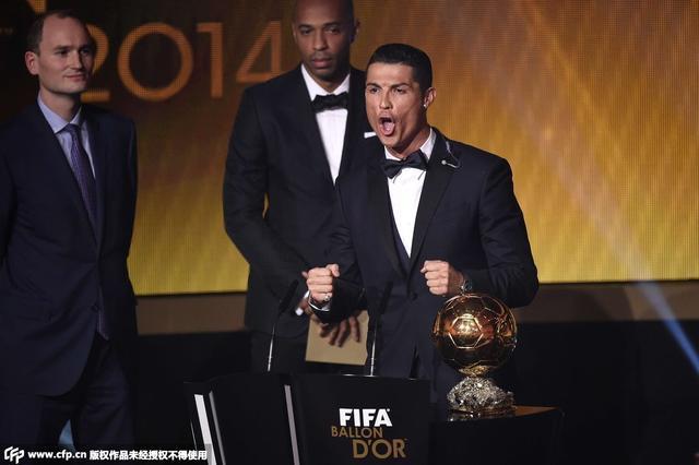 C罗强势蝉联FIFA金球奖 梅西第二诺伊尔第三