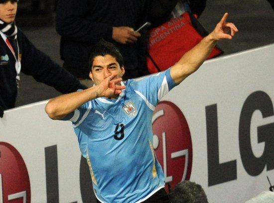 美洲杯-乌拉圭2-0挺进决赛 苏亚雷斯梅开二度