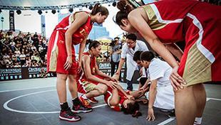 3X3世锦赛中国女将重伤倒地 众队友表情紧张