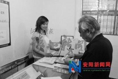 美女销售员帮人垫钱买彩票 喜中834万(图)