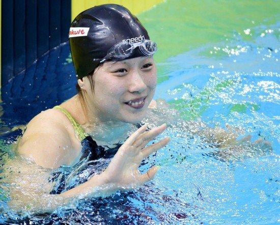 游泳女子200米蛙泳决赛 孙晔轻松摘得金牌