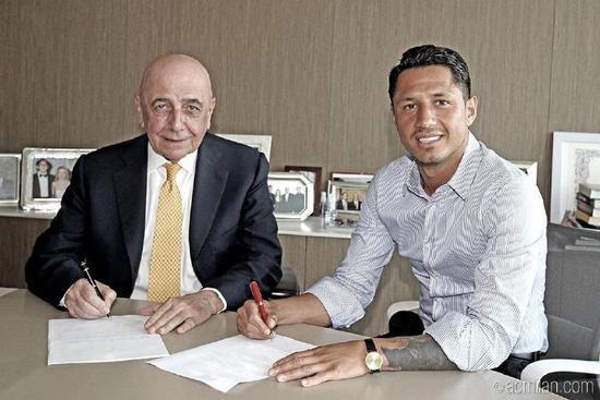 米兰官方宣布意乙金靴加盟 转会费900万签5年