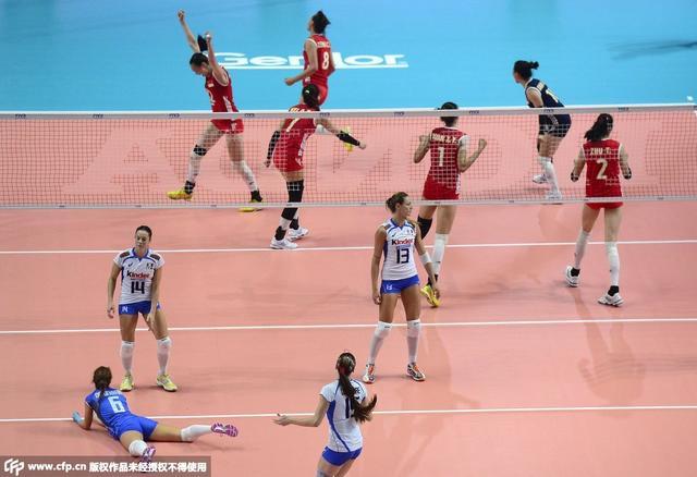 中国女排擒意大利 时隔16年进决赛与美国争冠