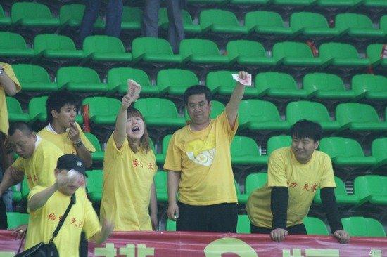 新快报:中国排球形象遭损 必问责排管中心