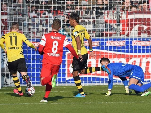 德甲-多特3-0胜弗赖堡摆脱垫底 快马梅开二度