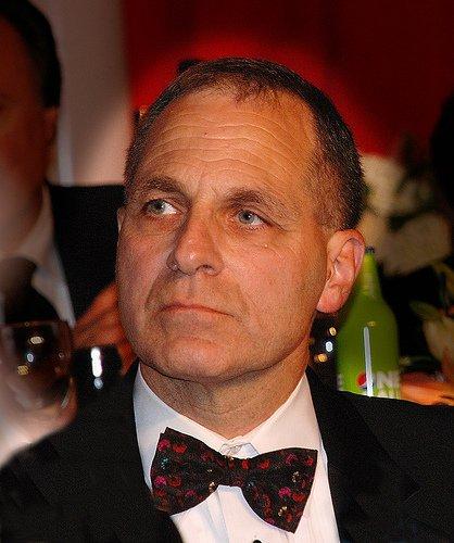 前联邦调查局长受聘于FIFA 查腐败案将审哈曼