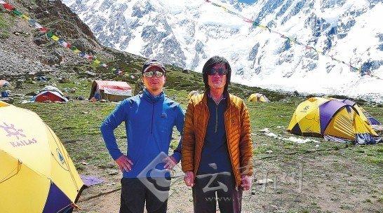 登山遇袭幸存者讲述生死兄弟情 被质疑很伤心
