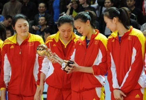 惠若琪当选总统杯MVP 原俄功勋教头为其颁奖