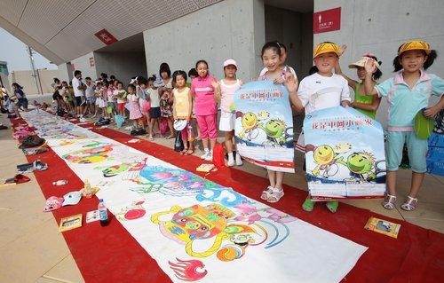 百名小画家画亮赛场 挑战赛成学生暑假新去处