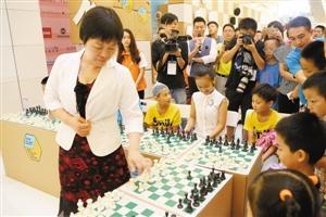 青少年国象赛开幕 世界冠军与20小棋友车轮战