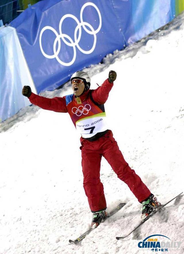 冬奥冠军进校园 韩晓鹏上冰雪课助力冰雪传承