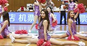 高清:篮球宝贝青春靓丽 激情热舞大玩一字马