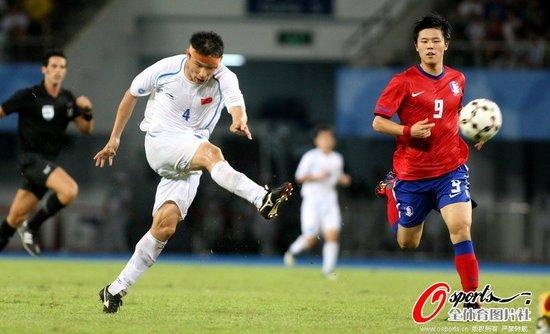 大运中国男足0-0憾平韩国 1胜2平昂首晋级8强