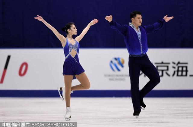 双人滑于小雨张昊完美夺冠 中国组合揽金银牌