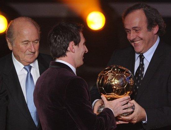 梅西三冠王比肩普拉蒂尼 24岁球王时代刚开始