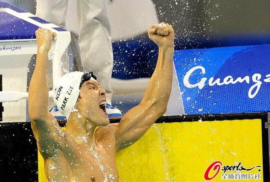 男子100米自由泳朴泰桓成三冠王 吕志武亚军
