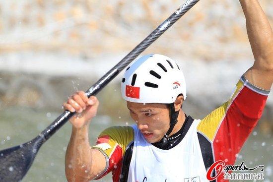皮划艇中国小将发挥出色 水上军团摘广州首金