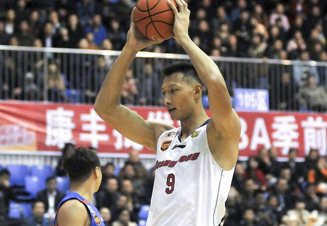 CBA季前赛-广东7人上双大胜天津 易建联24分