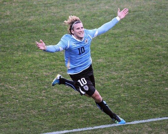 美洲杯-乌拉圭3-0巴拉圭夺第15冠 弗兰中两元