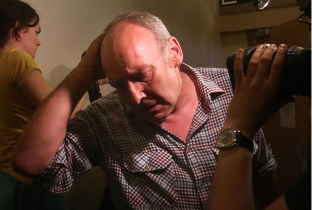 得悉儿子被判入狱,布思的老爸沮丧不已-两英格兰球迷袭警遭捕 监禁3