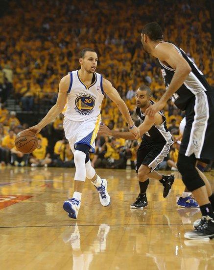 张卫平:库里三大绝活玩转NBA