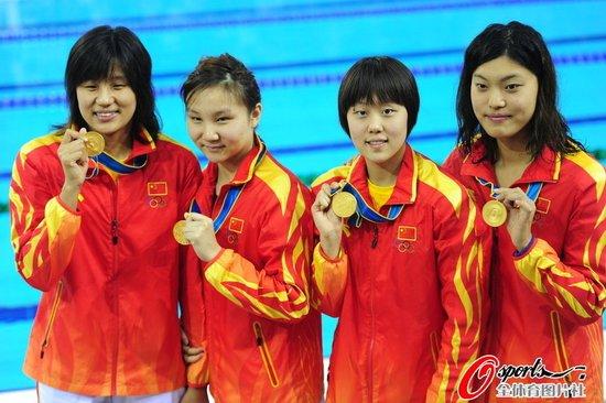 女子4*200米自由泳接力 中国队摘金日韩二三