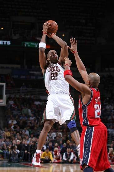 太阳1年合同签约里德 阿联前队友NBA再就业