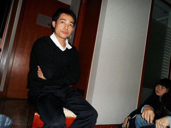 张尚武:凭什么皇冠体育投注平台hg0088备用网址高高在上 我却被踩脚丫儿子下