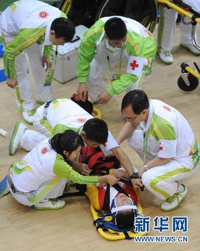 自行车女子计分赛发生撞车事故 部分选手因伤退赛
