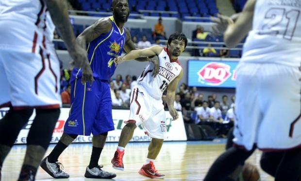 帕奎奥亮相菲篮球联赛 拳坛巨星首秀7分钟零分截图