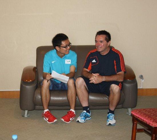 汤姆:重视草根足球普及 尽早培养低年龄球员