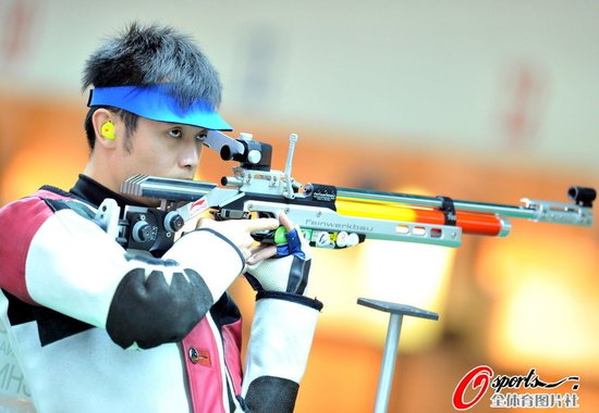 男子10米气步枪中国三连冠  1环力压印度摘金