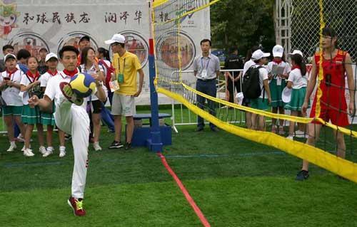 奥运冠军发挥榜样力量 让青少年爱上体育运动
