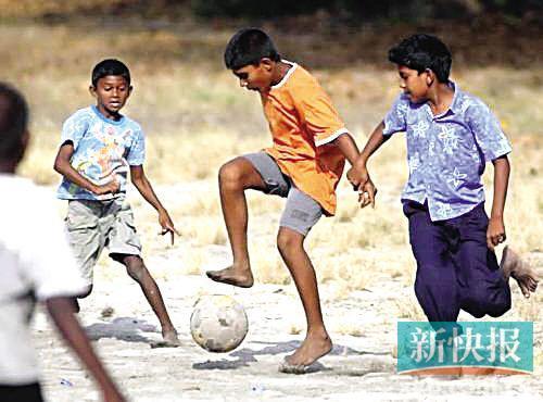 别笑马尔代夫国家小 咱中国的足球人口也不多