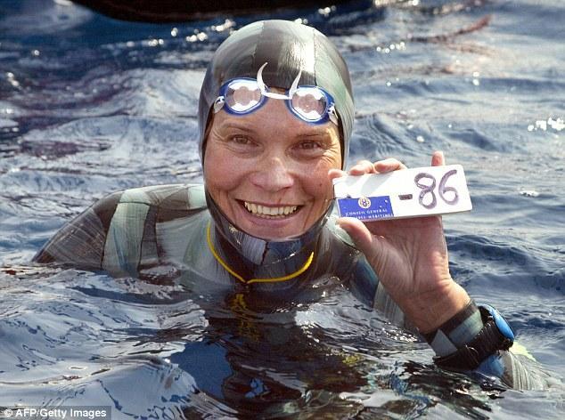 53岁俄罗斯女潜水者潜入35米海底后失踪(图)