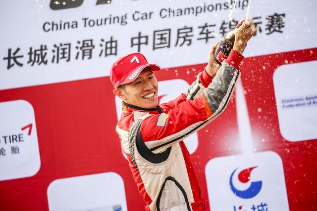 三连冠达成 CTCC北京站捷凯车队登最高领奖台