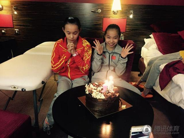 体操队为两小花庆生 十六岁生日许下赛场心愿