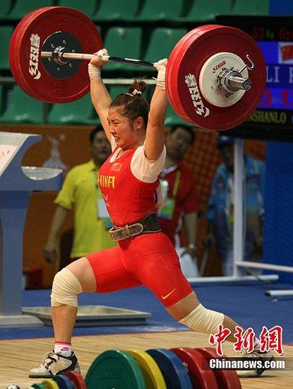 亚运赛场诞生首个世界纪录 李萍举重轻松摘金